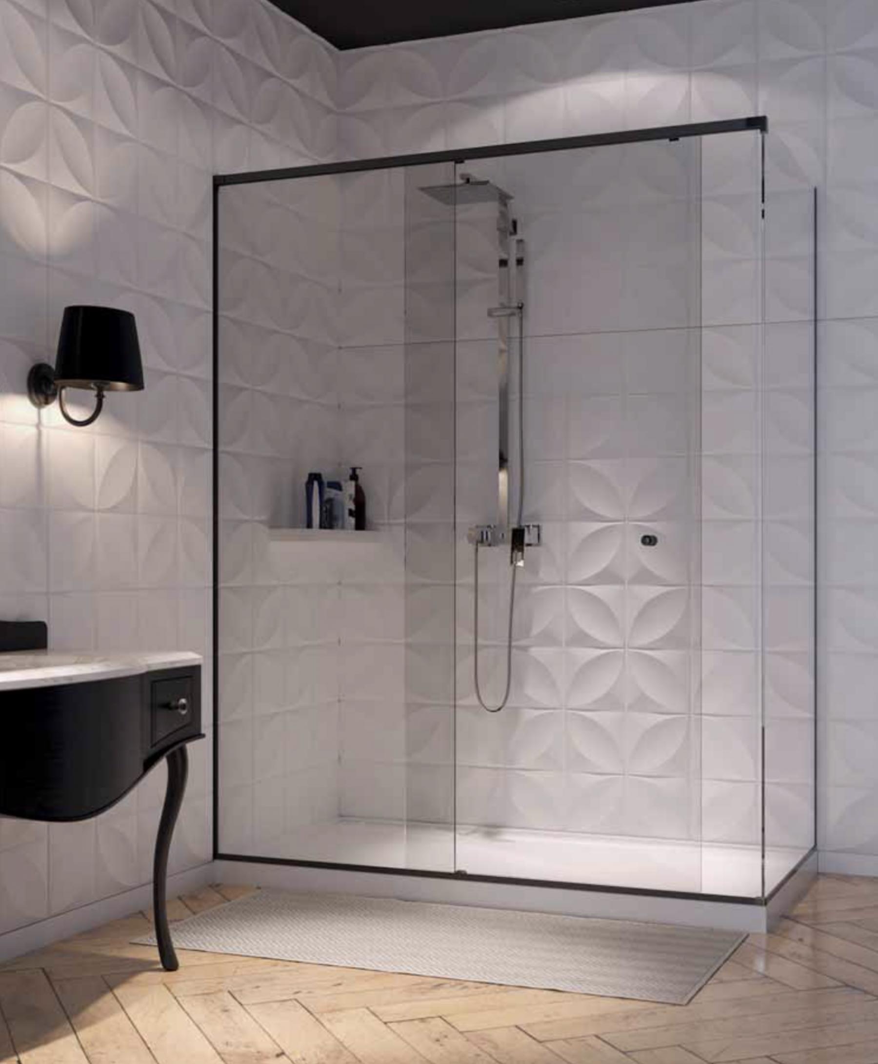 Schuifdeur voor douche met zwart beslag
